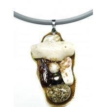 Подвеска на гривне из белого коралла, жемчуга, перламутра, калининградского янтаря, камня с побережья Марокко.