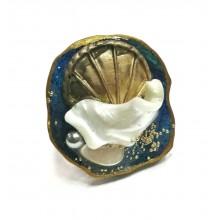 Кольцо из ювелирной смолы с перламутром и жемчугом