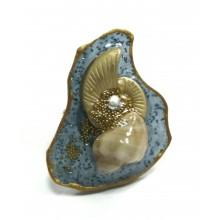 Кольцо из ювелирной смолы с океанической раковиной и золоченым песком